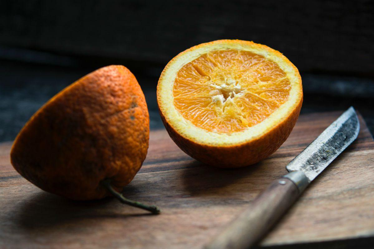 como comer laranja