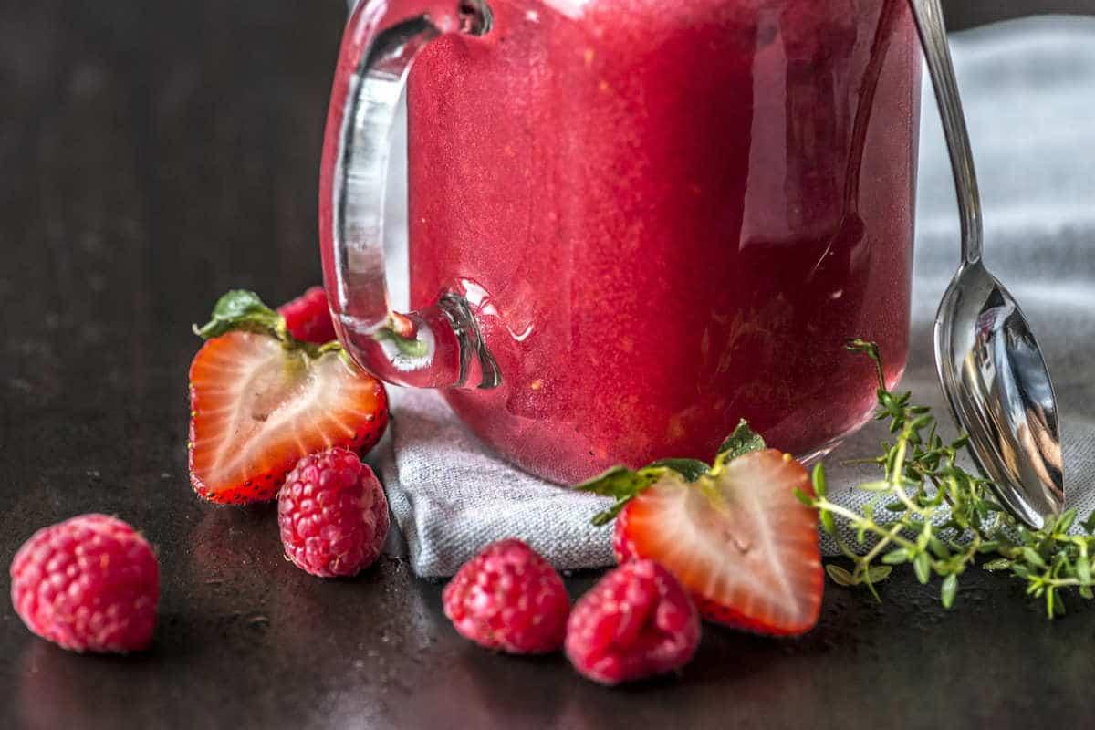 sucos naturais de frutas vermelhas