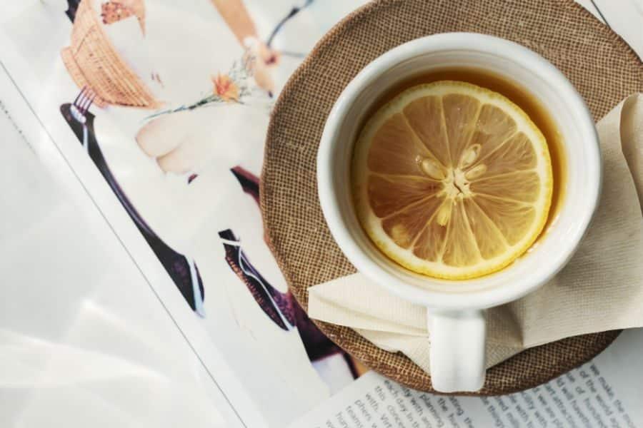 como fazer chá de alecrim com limão