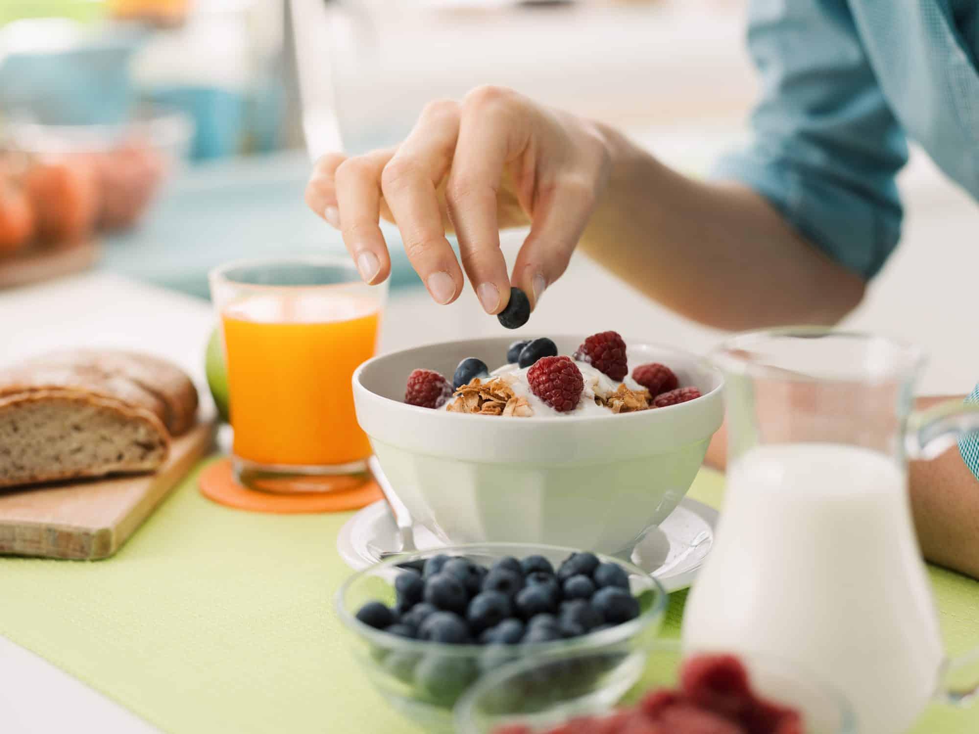 Confira 3 opções para o café da manhã vegano; saiba como fazer receitas