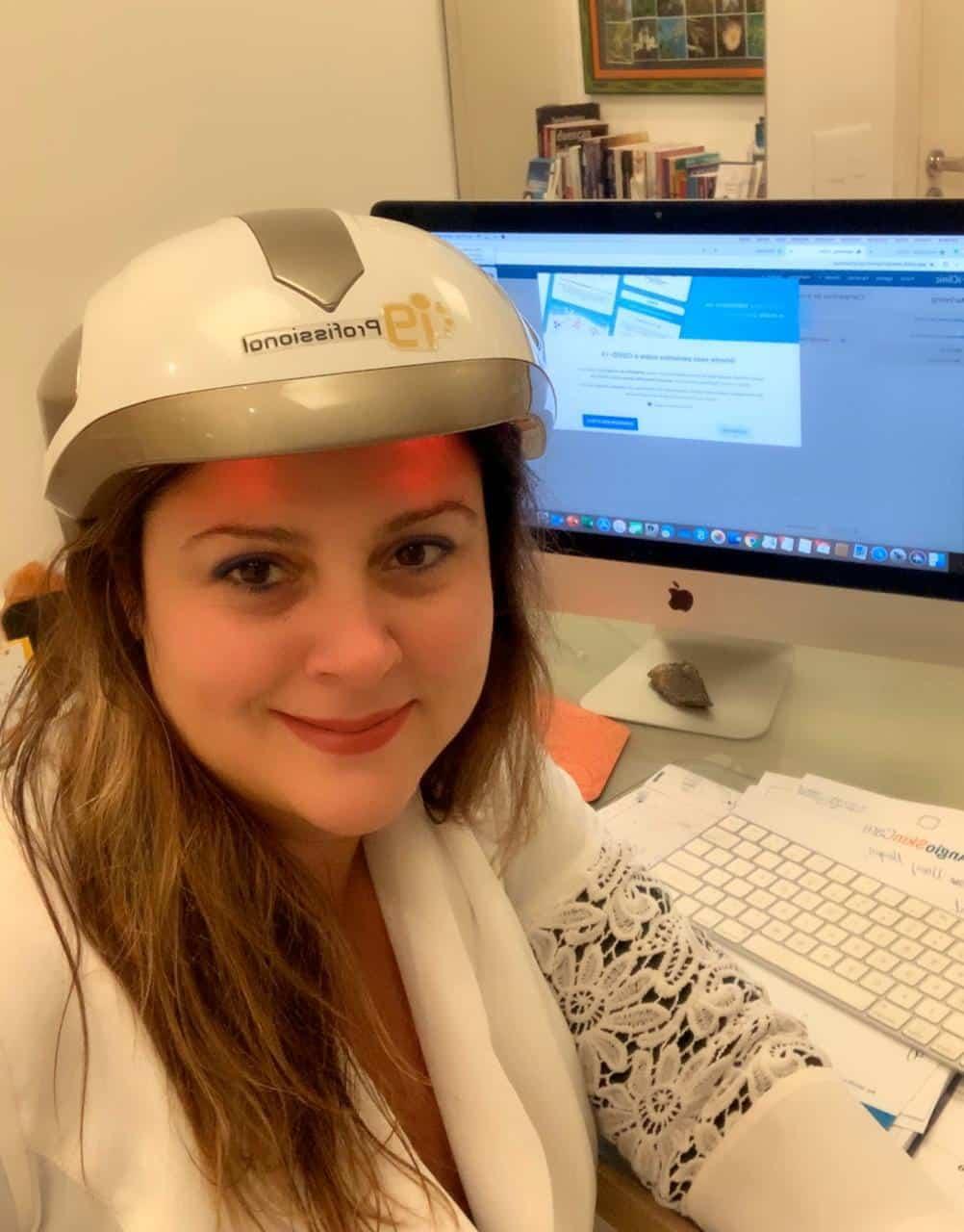 Dra. Flávia Maklouf aponta o stress como causa de queda de cabelos (Imagem: Divulgação)
