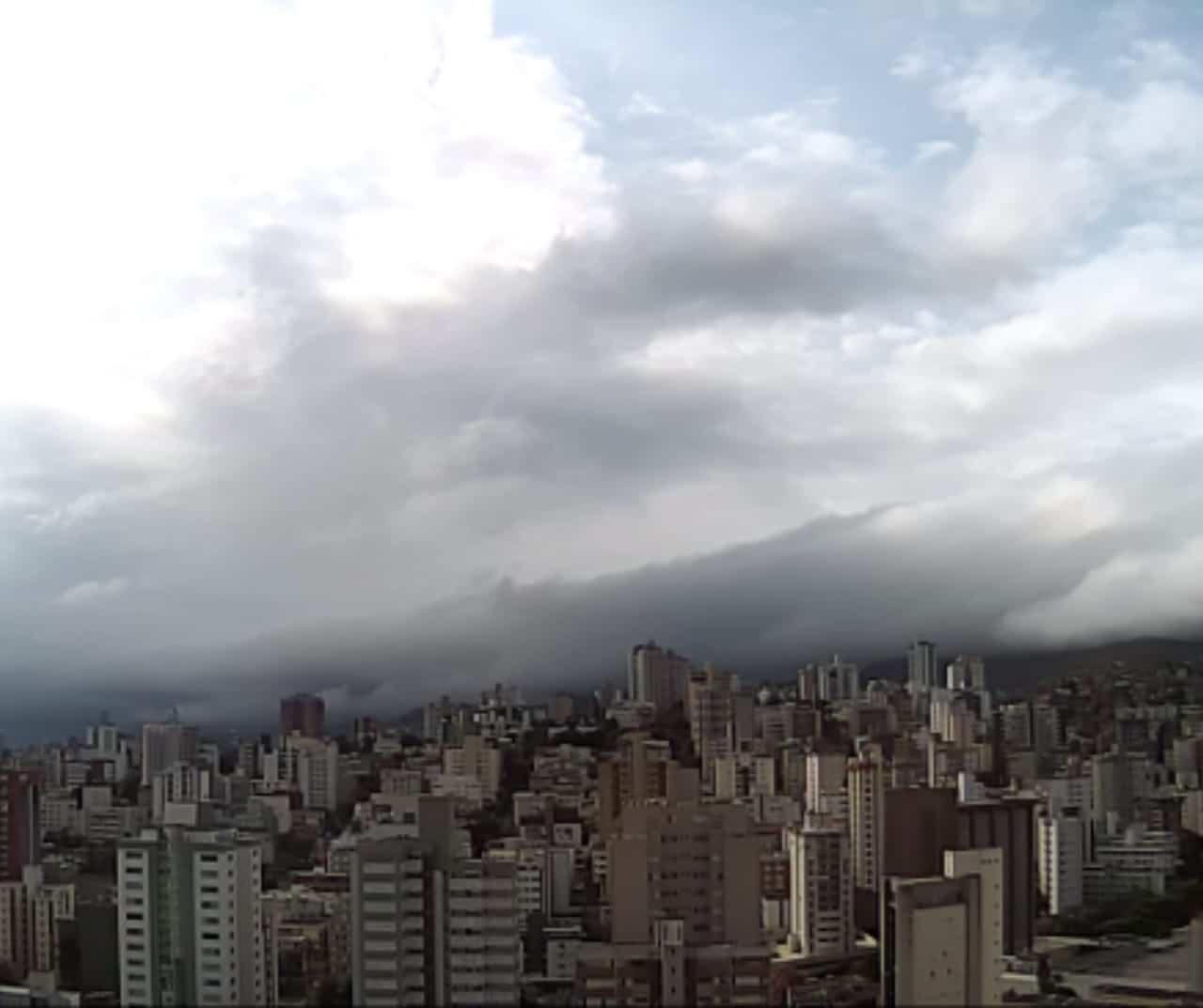 Massa de ar polar castiga Belo Horizonte com clima frio