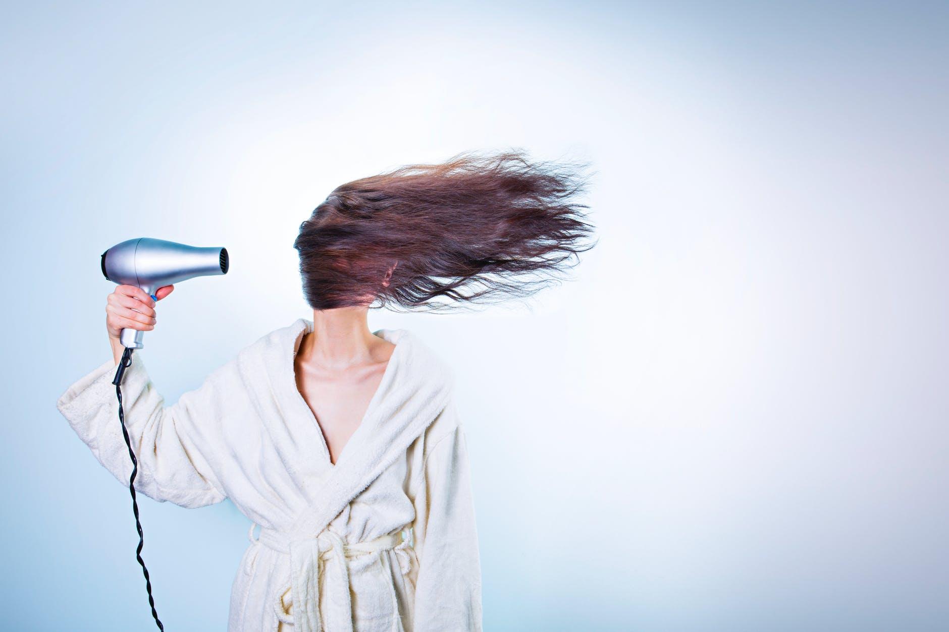 Entenda as razões da queda de cabelo (Imagem: Gratisografia)