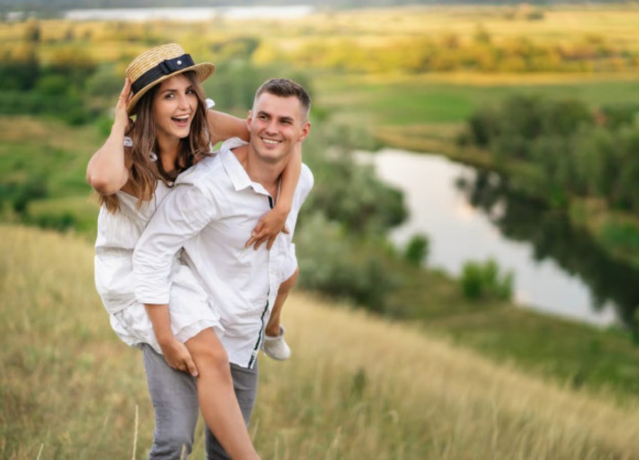 Conversar, mudar os hábitos e viver uma vida plena pode contribuir para a visa sexual feliz