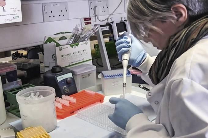 Vacina de Oxford pausada
